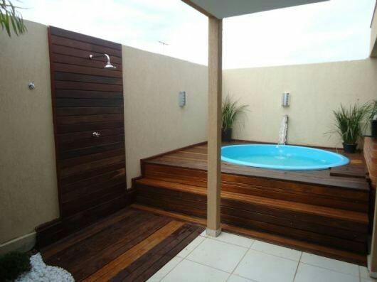 29 – Área de lazer com piscina em fibra de vidro