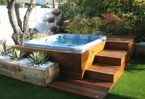 47 – Área de lazer com piscina em fibra de vidro e deck