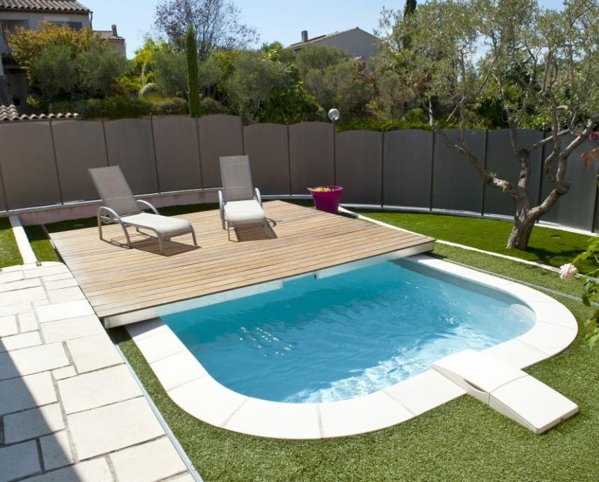 64 –Área de lazer com piscina em fibra de vidro , com deck elevado