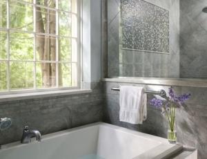 banheiro com banheira de canto