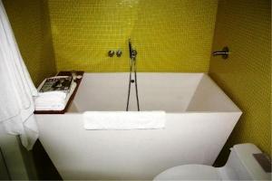 banheiro pequeno com hidro 2
