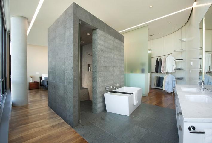 Suíte Master 29 – Closet com portas de vidro, banheira minimalista e box do chuveiro em granito foi a ideia deste projeto para esta suíte master.