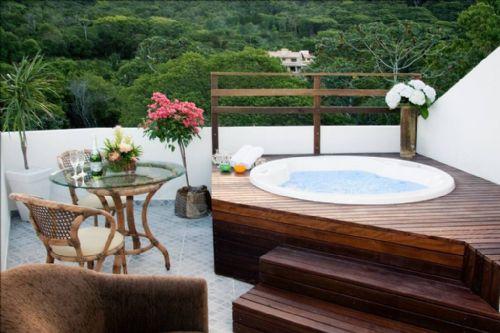 Como não sonhar em uma paisagem desta! Ainda mais quando se pode contemplar tudo isto em uma banheira de hidro pequena na varanda de seu apartamento!